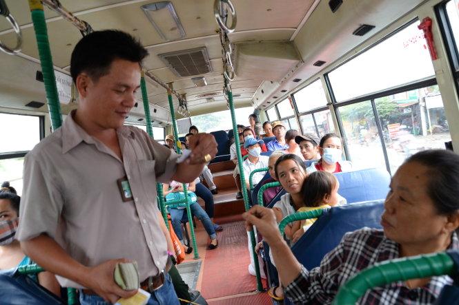 """""""Chuẩn bị tiền lẻ"""" là câu khẩu hiệu khi đi xe bus"""